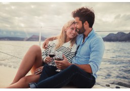 Романтическая вечерняя прогулка на парусной яхте